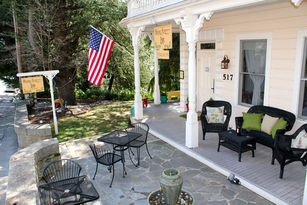 Front Patio at Broad Street Inn in Nevada City, Ca